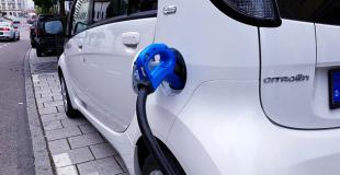 Leasing voiture électrique fonctionnaire en LOA ou LLD : conseils et simulation